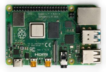 Raspberry_Pi_4_Model_B_-_Top