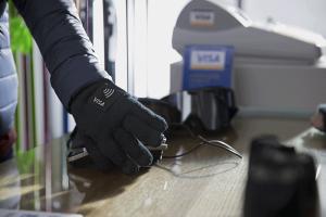 Visa-wearable-glove