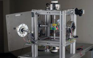 Robô pulveriza recorde de resolução do Cubo de Rubik