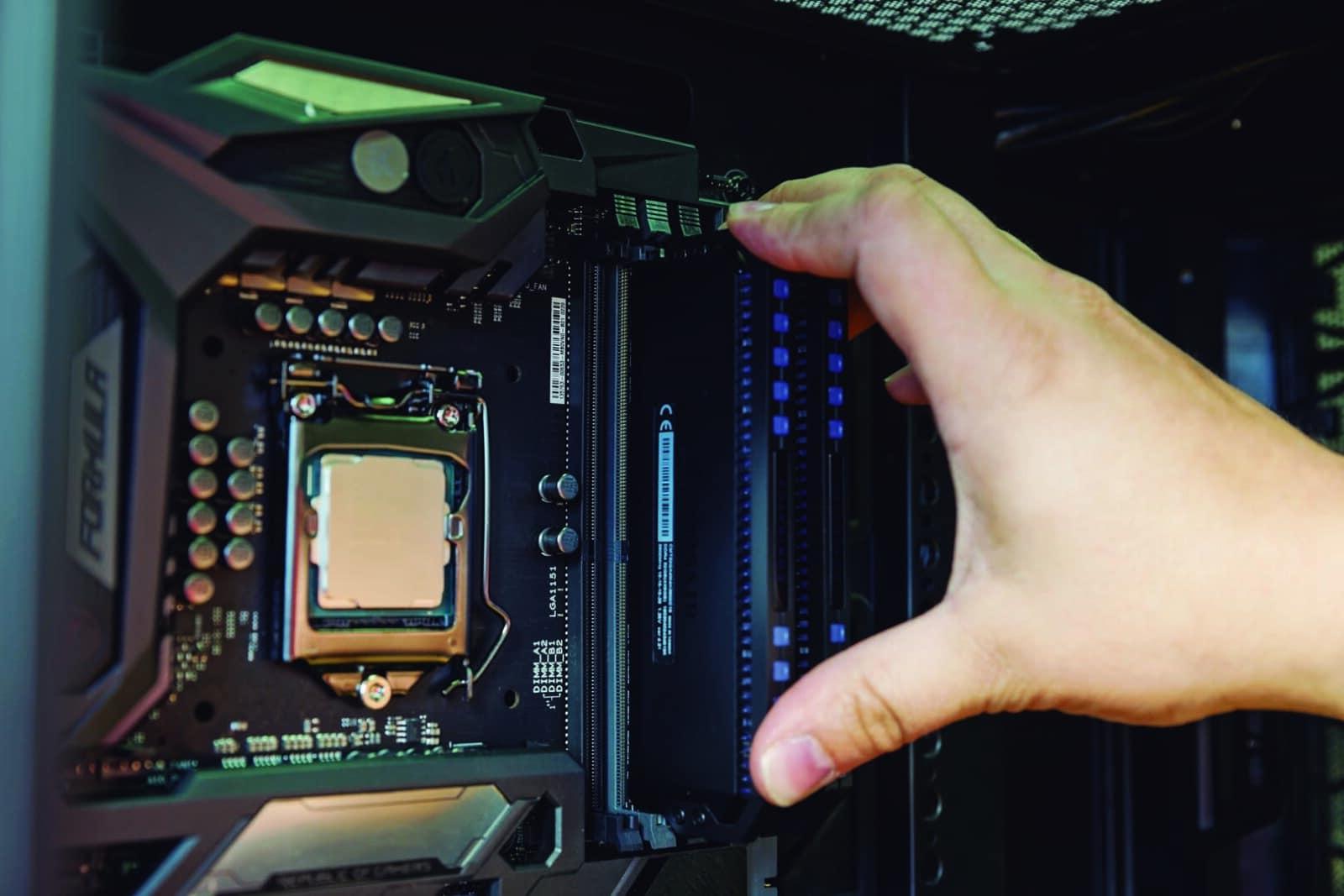 Montar PC - Instalação Memória RAM (1)